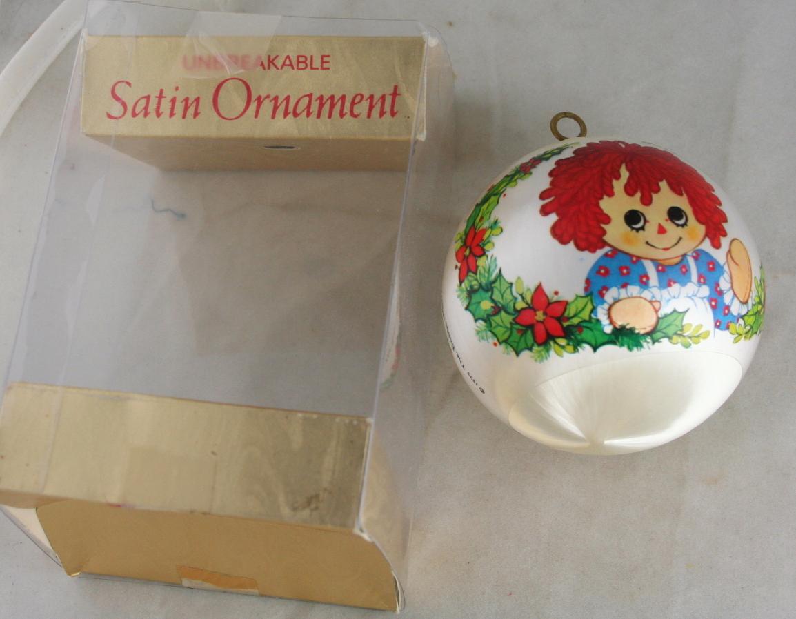 vintage christmas,hallmark,Raggedy Ann,sleeved satin, 1975