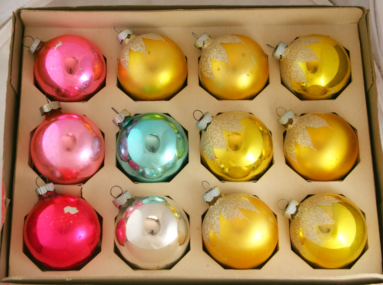vintage christmas,ornament,Shiny Brite,glass ball,glitter decoration,plain