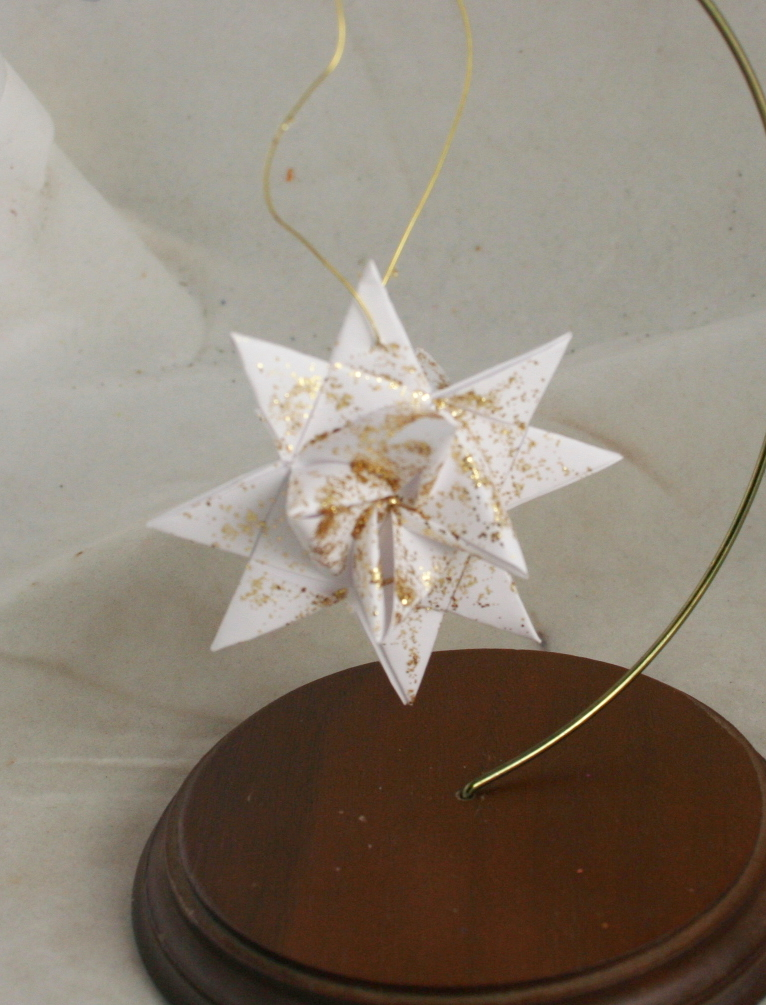 Tissue Star Origami Christmas Ornaments - Lia Griffith | 1005x766